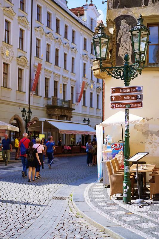 プラハ旧市街広場からカレル橋へ_03
