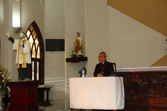 Đức Cha Louis Thăm Chủng Viện