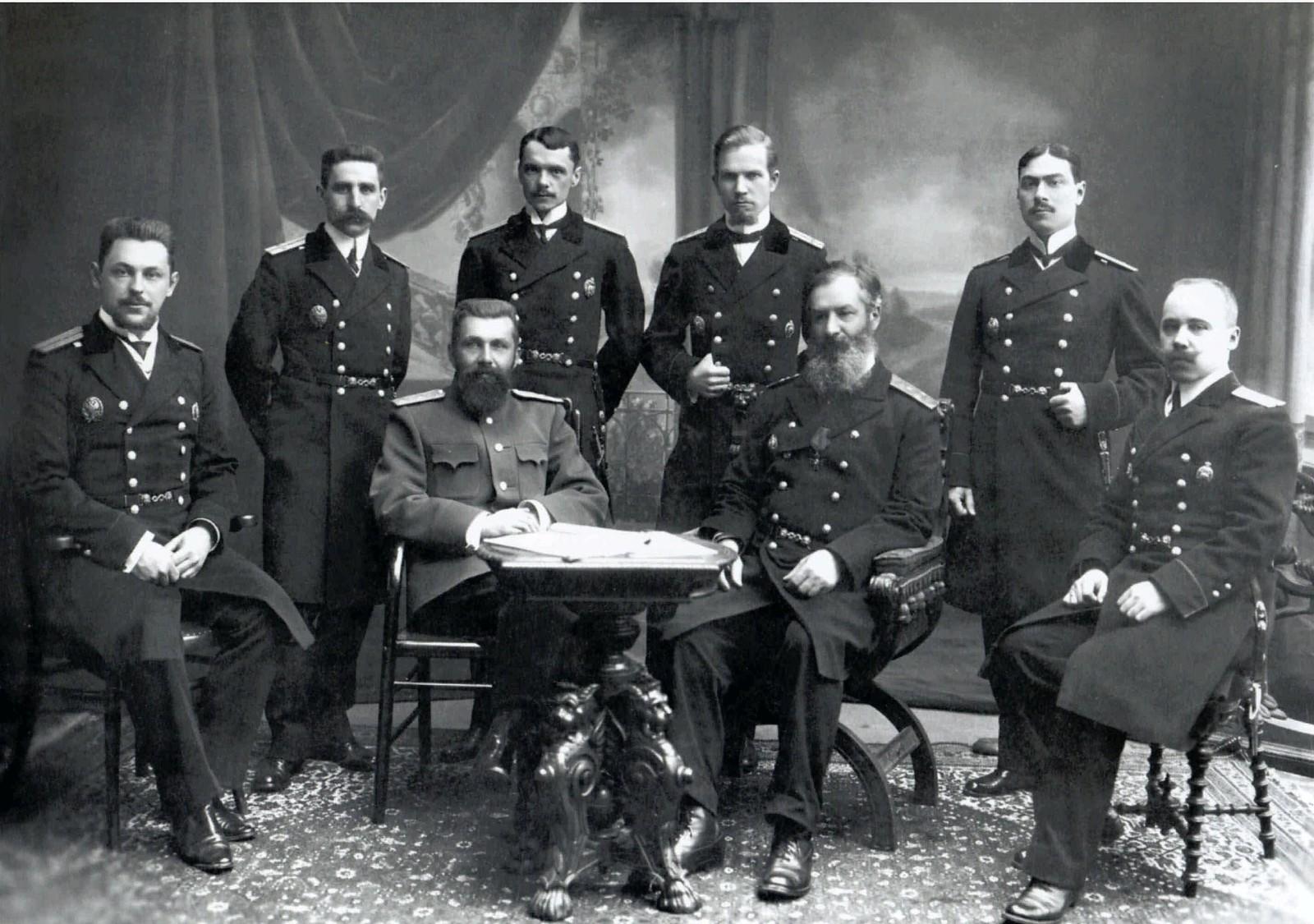 1910-е. Инженеры-судостроители И.Г.Бубнов и А.Н.Крылов с преподавателями Морской академии