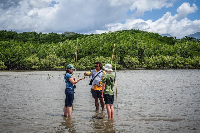 Juan talks Jen and Ez through the finer points of mud crabs, Coonya Beach, Far North Queensland