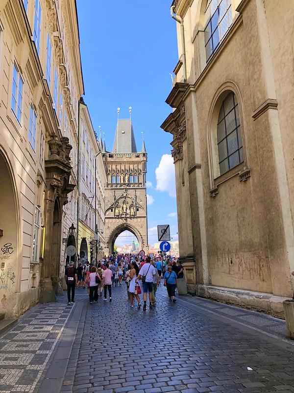 プラハ旧市街広場からカレル橋へ_01