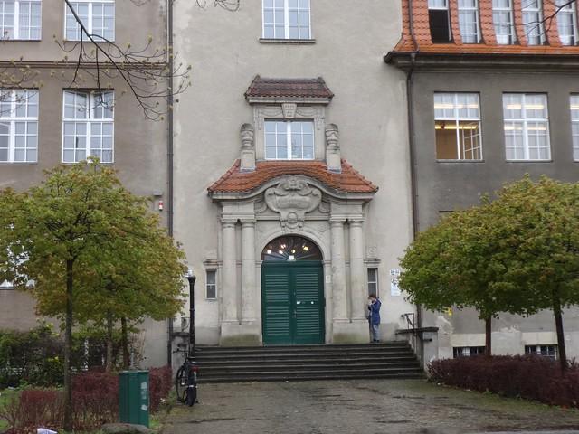 1907/09 Berlin repräsentatives toskanisches Säulenportal am Arndt-Gymnasium von Friedrich Hennings/Wilhelm Hennings Königin-Luise-Straße 80-84 in 14195 Dahlem