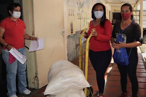 Cancillería venezolana dona alimentos a las comunas de la parroquia Catedral