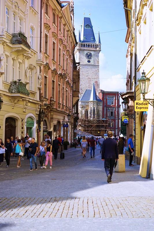 プラハ旧市街広場へ_01