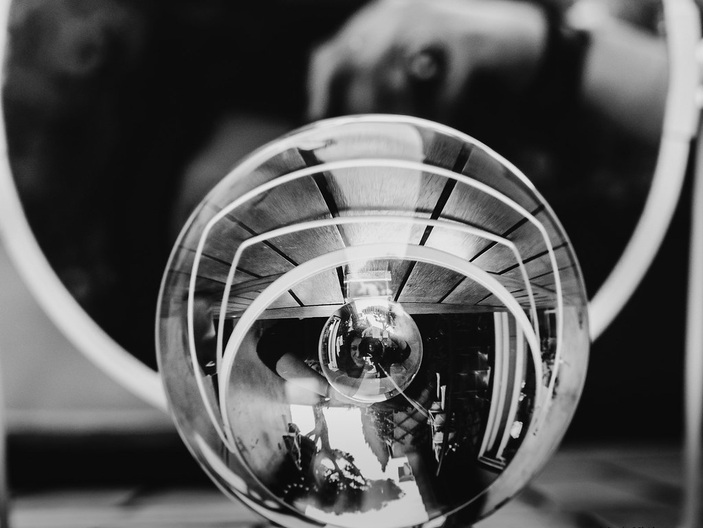 Selfie in Reflection - Lens Ball + Mirror : Recursion