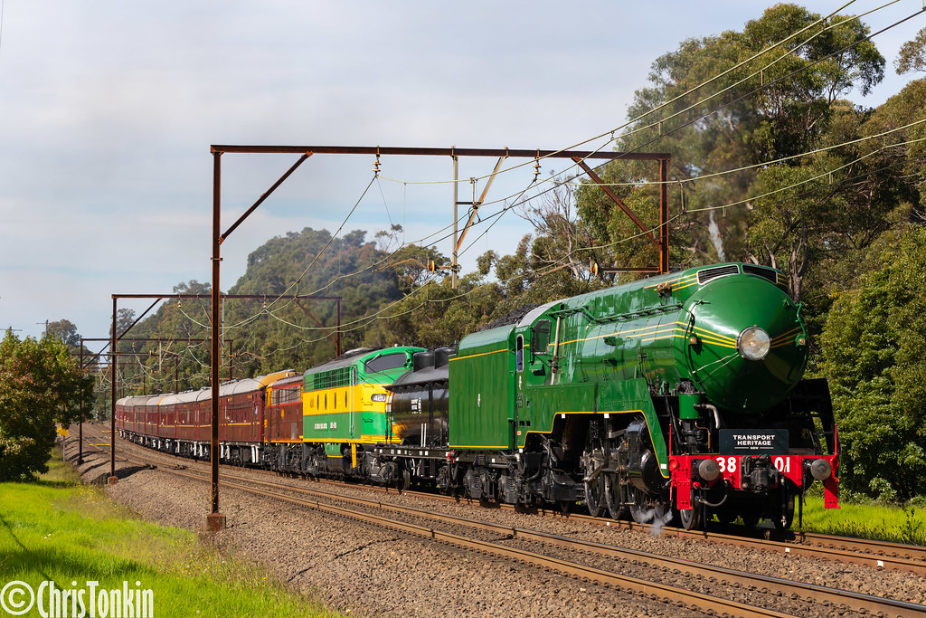 6S61 3801-4201-4490 Hydro-Express Springwood 08-05-2021 by Chris Tonkin