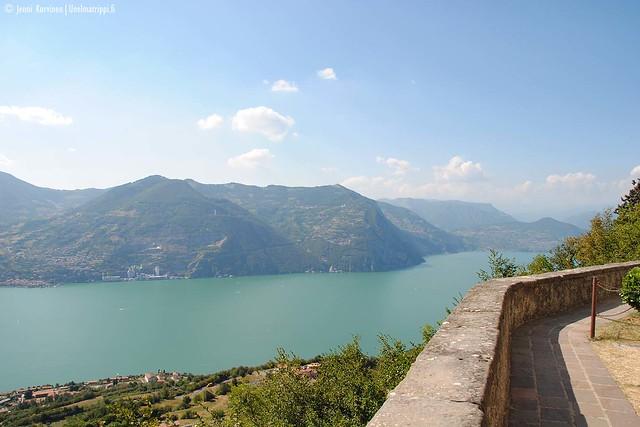 Maisema Madonna della Ceriolan pyhäköltä Monte Isolalla