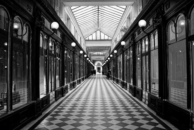 Paris, galerie Véro-Dodat, B&W, 1