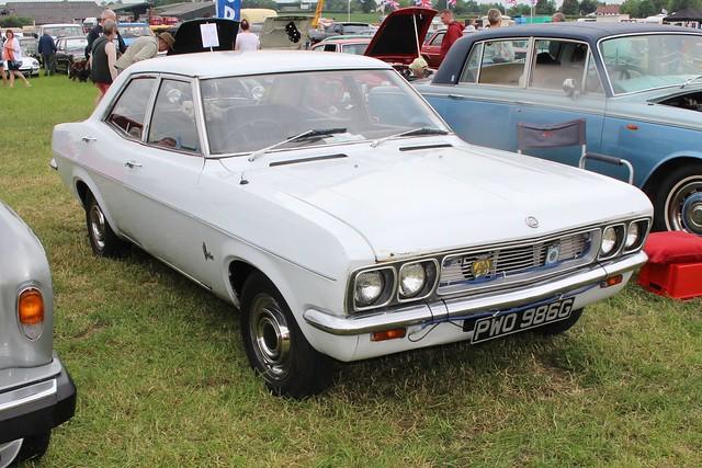 244 Vauxhall Victor FD2000 (1968) PWO 986 G