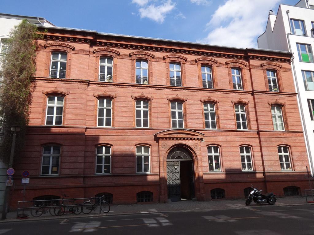 1875 Berlin spätklassizistisches Lehrerwohnhaus Humboldt-Gymnasium von Philipp Jacobsthal Gartenstraße 25 in 10115 Mitte