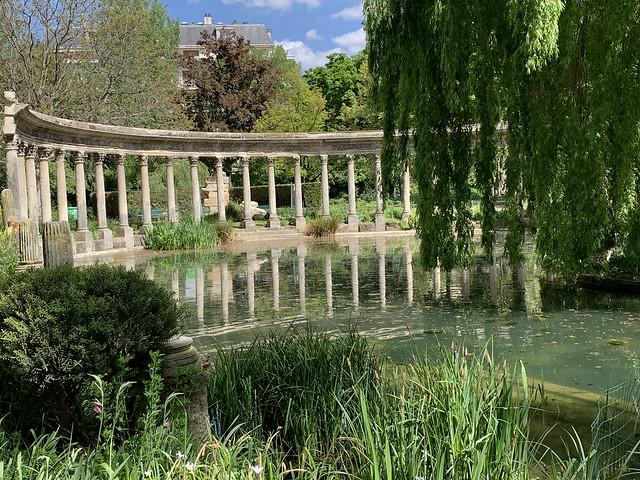 2021.05.07.004 PARIS - Parc Monceau - La naumachie - Colonnade corinthienne issue de la rotonde des Valois