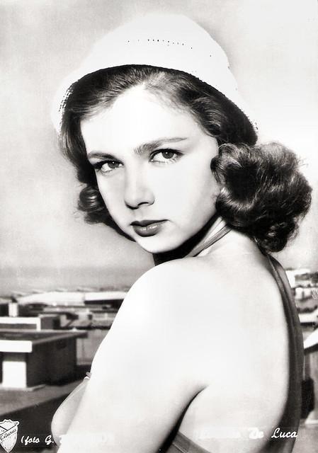 Lorella de Luca in Bella ma Povere (1957)