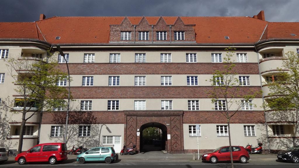 1927/28 Berlin expressionistische Wohnanlage Residenzstraße 97-98 von Iwan Heinrich/Stephan von Zamojski in 13409 Reinickendorf
