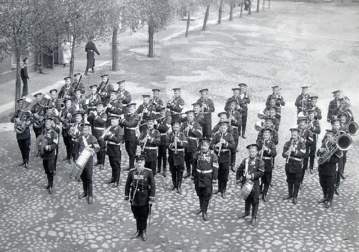 1912. Оркестр Гвардейского Морского экипажа перед парадом. Май