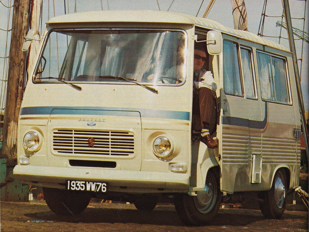 Postcard Peugeot J7 D Camping-Car Socanor Travel Car Collection L'Auti-Journal 1974a