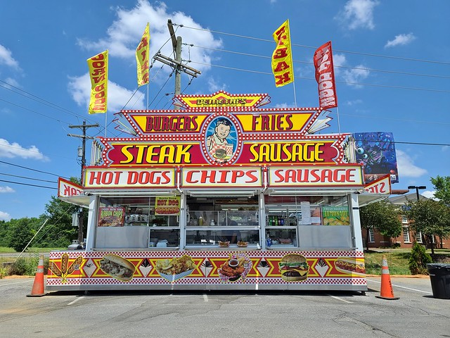 Carnival food stand at Southern States station [02]