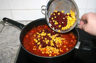 40 - Add corn & kidney beans / Mais & Kidneybohnen dazu-geben
