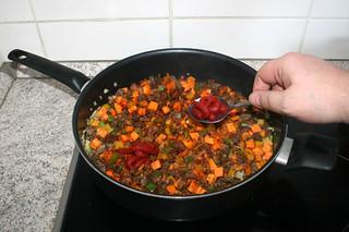 23 - Add tomato puree / Tomatenmark dazu geben