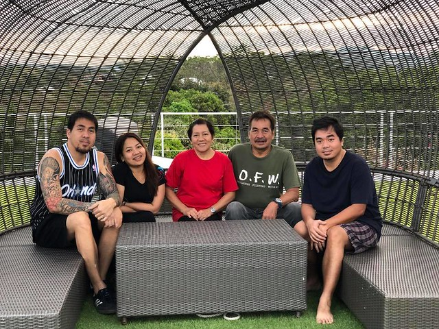 Some pre-pandemic good times for the Pollisco family, with Gloc-9 hanging out with his family