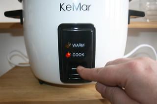 37 - Turn on rice cooker / Reiskocher einschalten