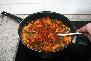 24 - Braise tomato puree / Tomatenmark andünsten
