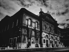 a beauty impossible to photograph: theater Petruzzelli