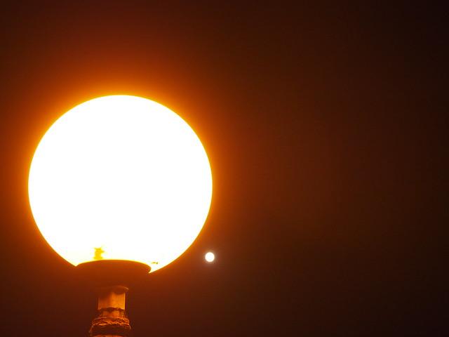 Lampe und Mond