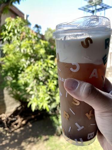 cocoa golden monkey with tea foam drink