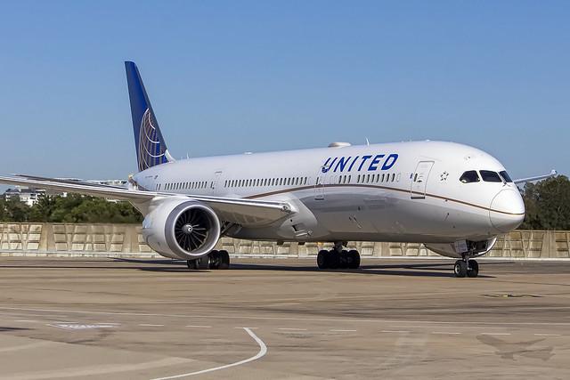 United Airlines Boeing B787-9 'Dreamliner' N24972 SYD-YSSY-1086