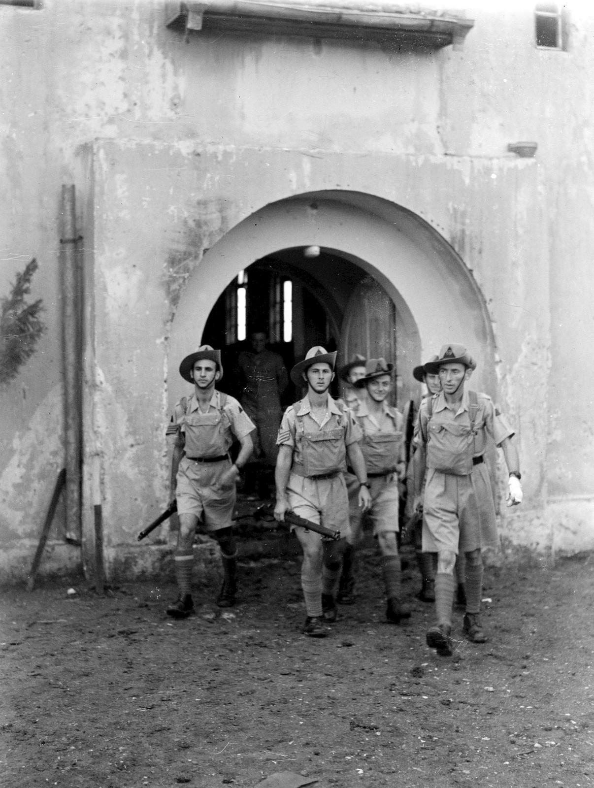 11. 1942. Члены Еврейской поселенческой полиции выезжают патрулировать Иорданскую долину. 8 августа
