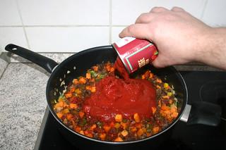 26 - Add canned tomatoes / Dosentomaten dazu geben