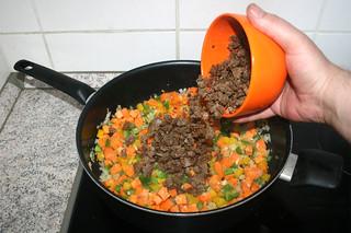 18 - Put meat back in pan / Fleisch zurück in Pfanne geben