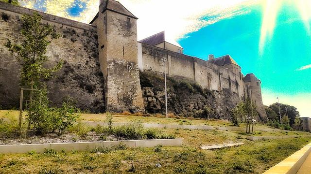 Murs d'enceinte du château de Caen.