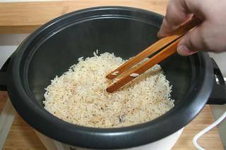 46 - Loosen rice / Reis auflockern
