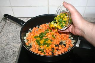 15 - Add diced bell pepper / Gewürfelte Paprika addieren