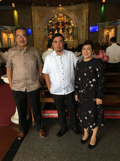 Gloc-9 with his parents, enjoying a meaningful time in the presence of the Lord