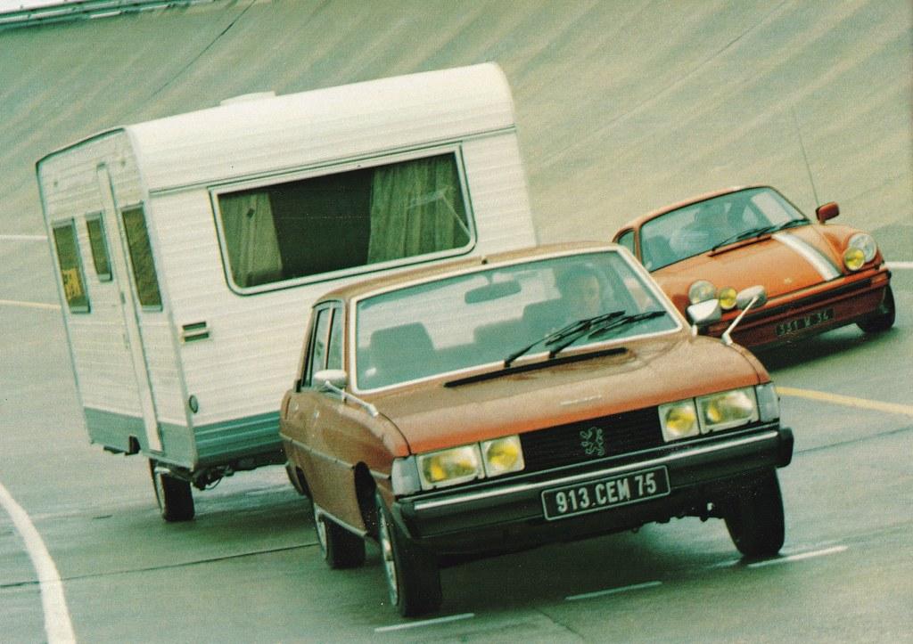 Postcard Peugeot 604 V6SL + Caravane Caravelair Optima 520E Collection L'Auto-Journal 1979a
