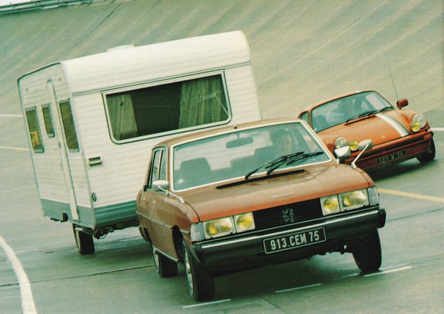 Postcard Peugeot 604 V6SL + Caravane Caravelair Optima 520E Collection L'Auto-Journal 1979a