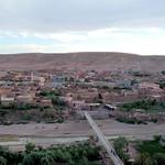 Vue autour d'Aït-ben-Haddou depuis le haut du Ksar