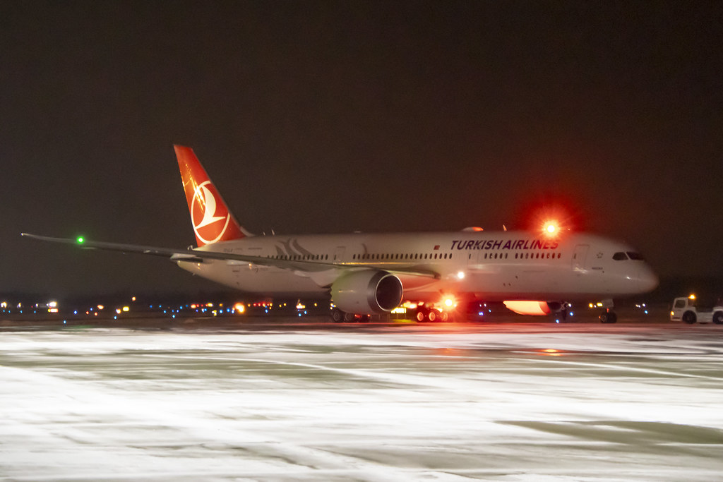 Turkish Airlines Boeing 787-9 Dreamliner TC-LLA YQB