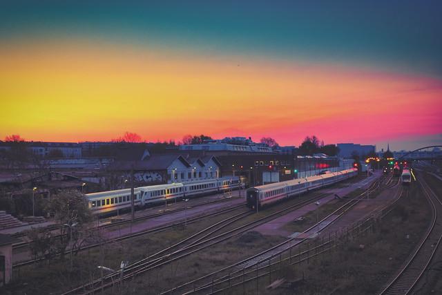 Nachtzüge bei Sonnenaufgang