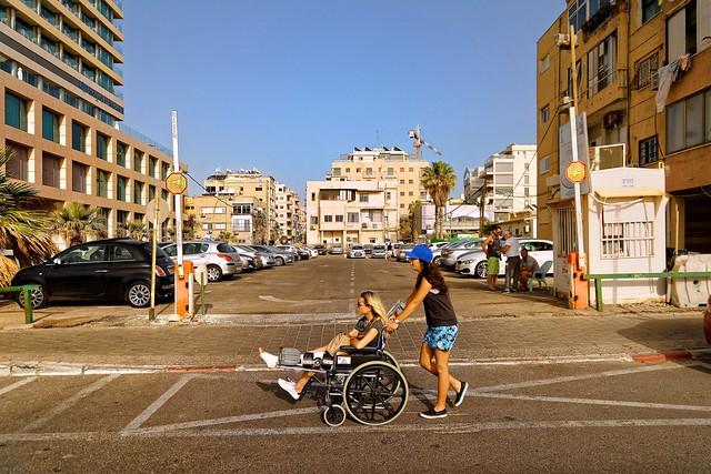 Tel-Aviv / Mutual aid