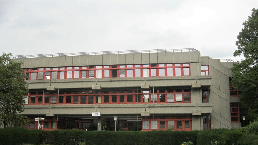 1977/80 Berlin-W. Verfügungsgebäude mit Laboratorien in Brutalismus von Peter Poelzig/Cornelius Hertling Haus 31 DRK-Klinik Spandauer Damm 130 in 14050 Westend