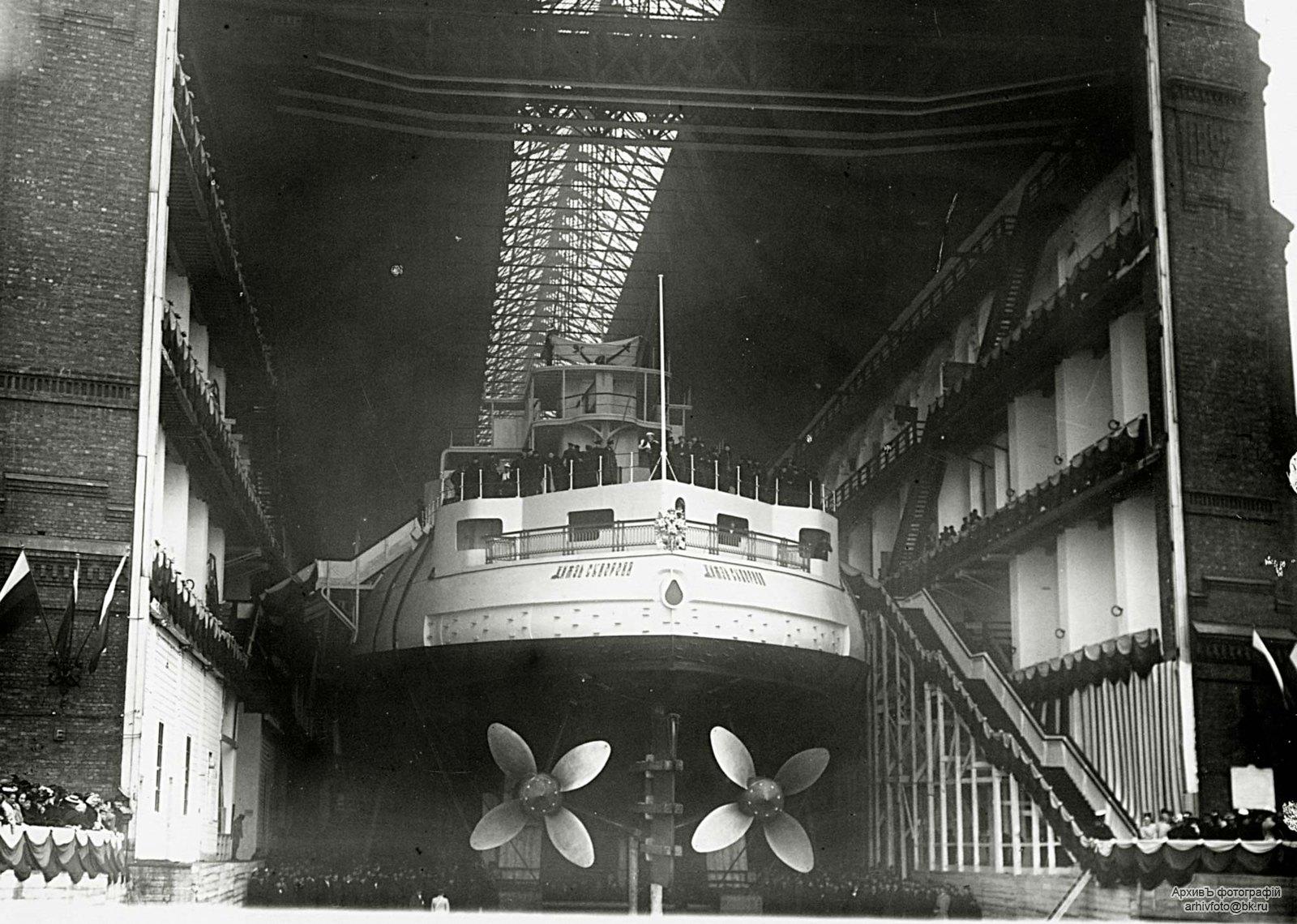 1902. Эскадренный броненосец «Князь Суворов» перед спуском на воду