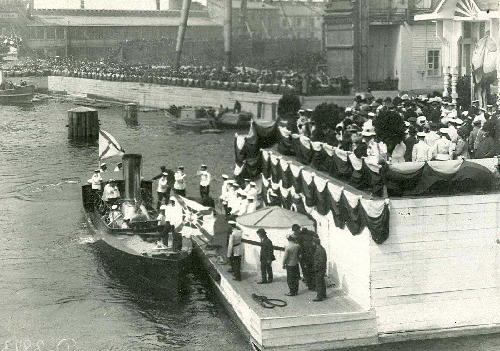 1911. Прибытие членов императорской фамилии по случаю спуска на воду линкора «Севастополь»