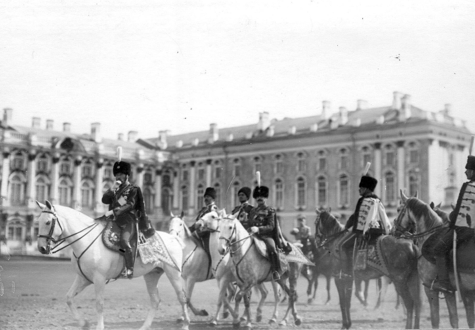 1910. Император Николай II и командир полка В. Н. Воейков на параде лейб-гвардии Гусарского Его Величества полка