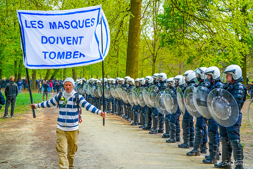 La Boum 2 - Reportage photo de Ben Heine - Le Bois de La Cambre - Manifestation du 1er mai pour la liberté en réaction aux mesures sanitaires