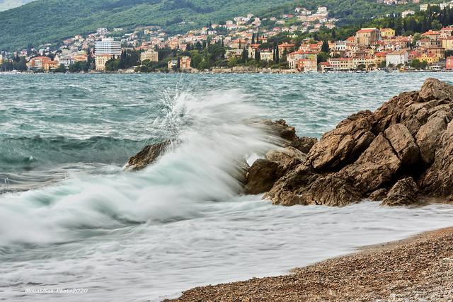 Razbijanje valova o stijene - Preluk svibanj 2021. (2)