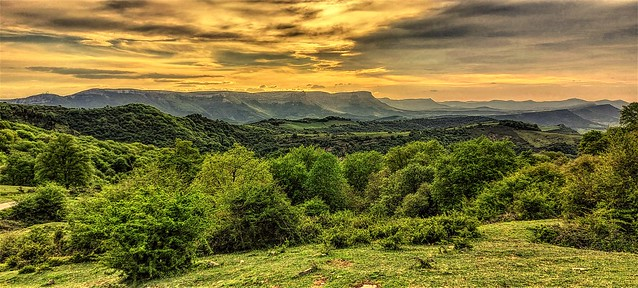 Sierra Garobel desde el alto de Txibiarte.  Alava.