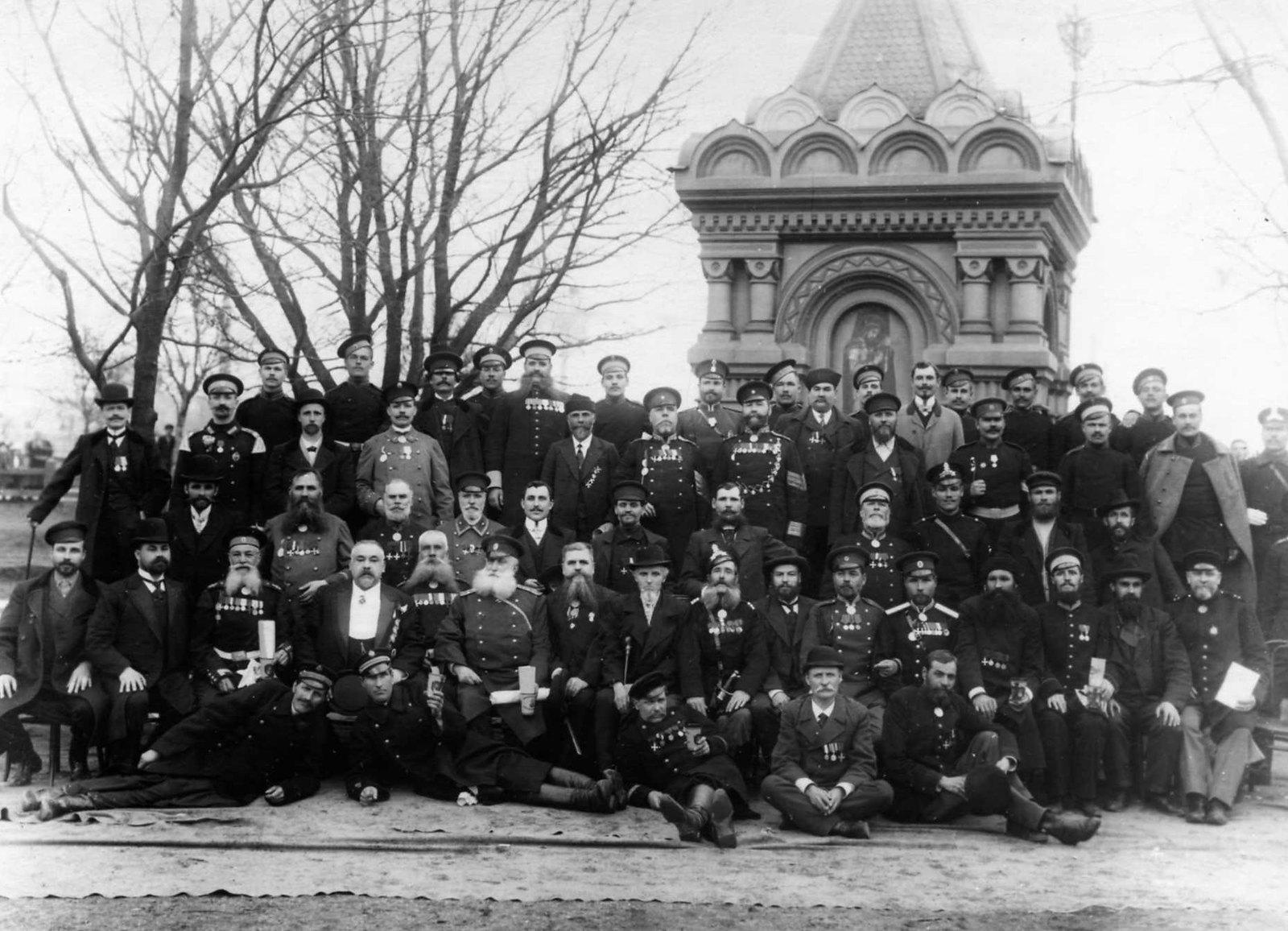 1906. Группа бывших гренадеров в день празднования 150-летия Гренадерского полка